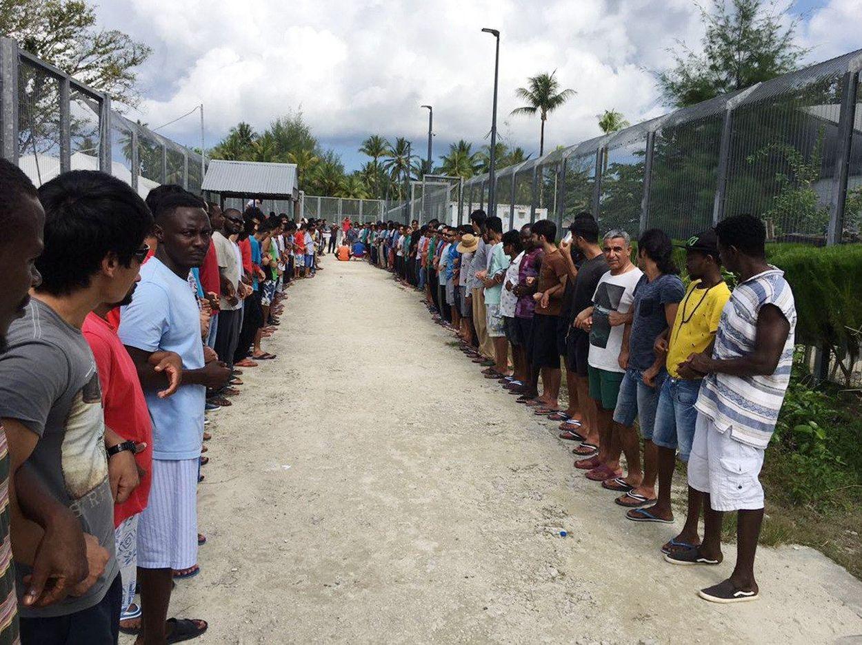Afbeelding van 'We zijn doodsbang', asielzoekers op Manus Island vrezen voor hun leven nu vluchtelingenkamp dichtgaat