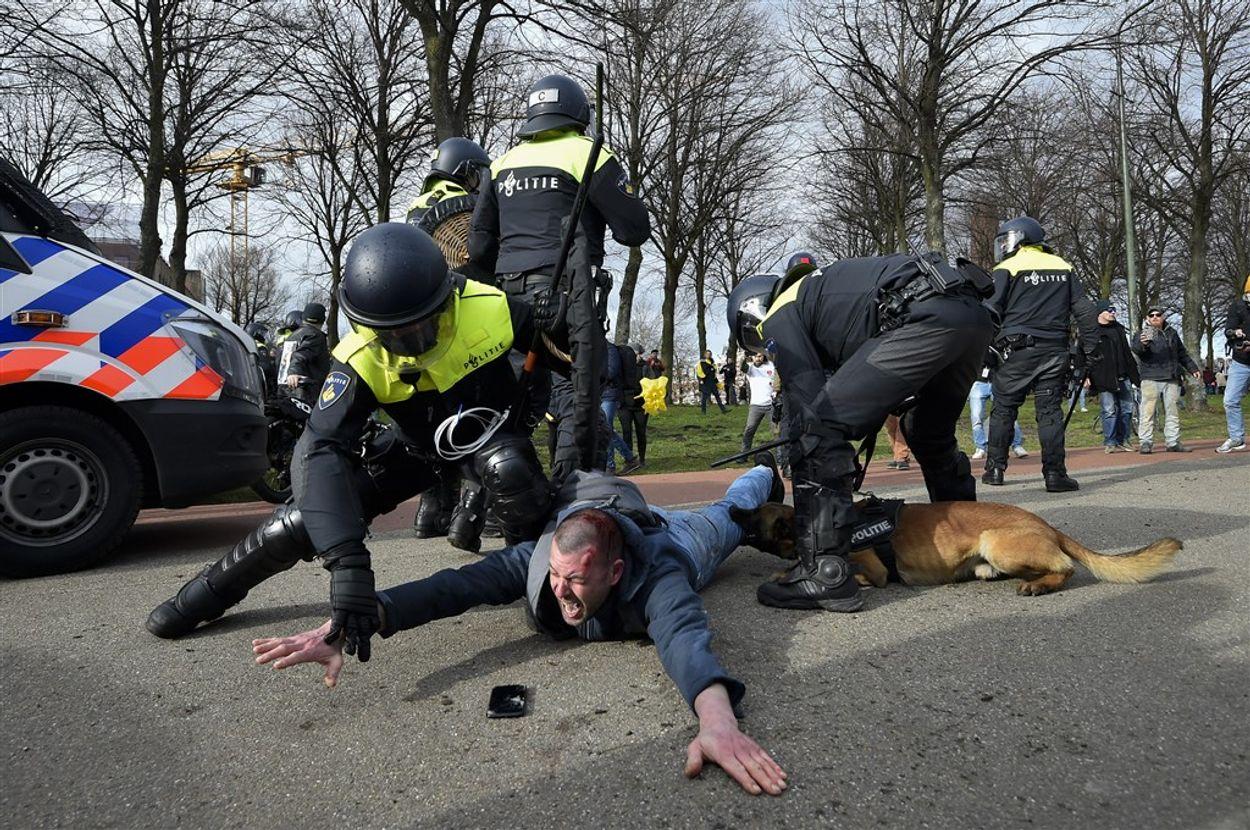 Afbeelding van Amnesty wil onderzoek naar gewelddadig politieoptreden bij demonstratie in Den Haag
