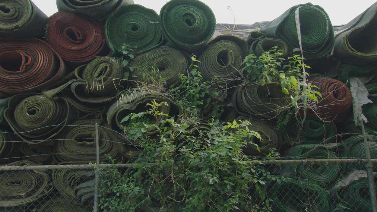 Afbeelding van Directrice TUF Recycling krijgt werkstraf voor illegale opslag kunstgrasmatten