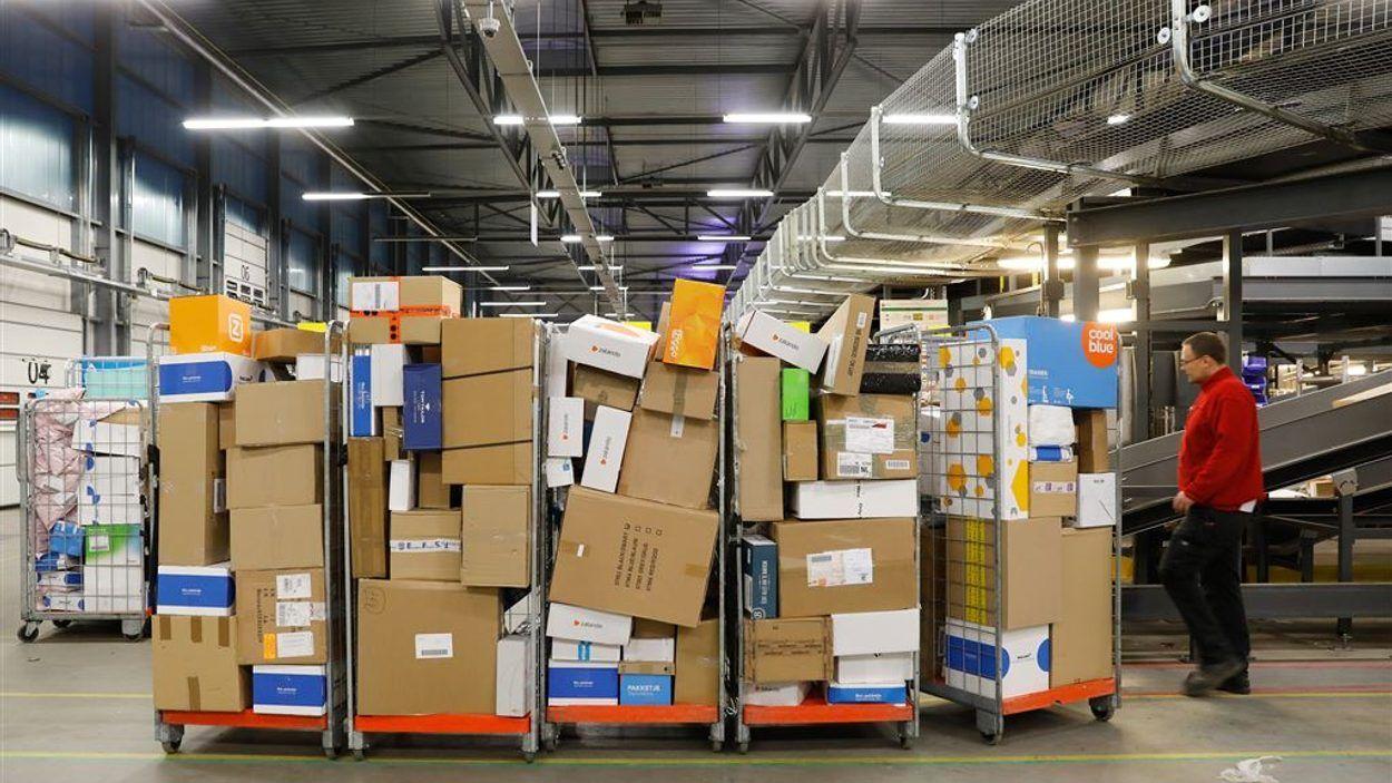 Afbeelding van Pakketbezorgers dreigen PostNL voor rechter te slepen: 'de maat is vol'