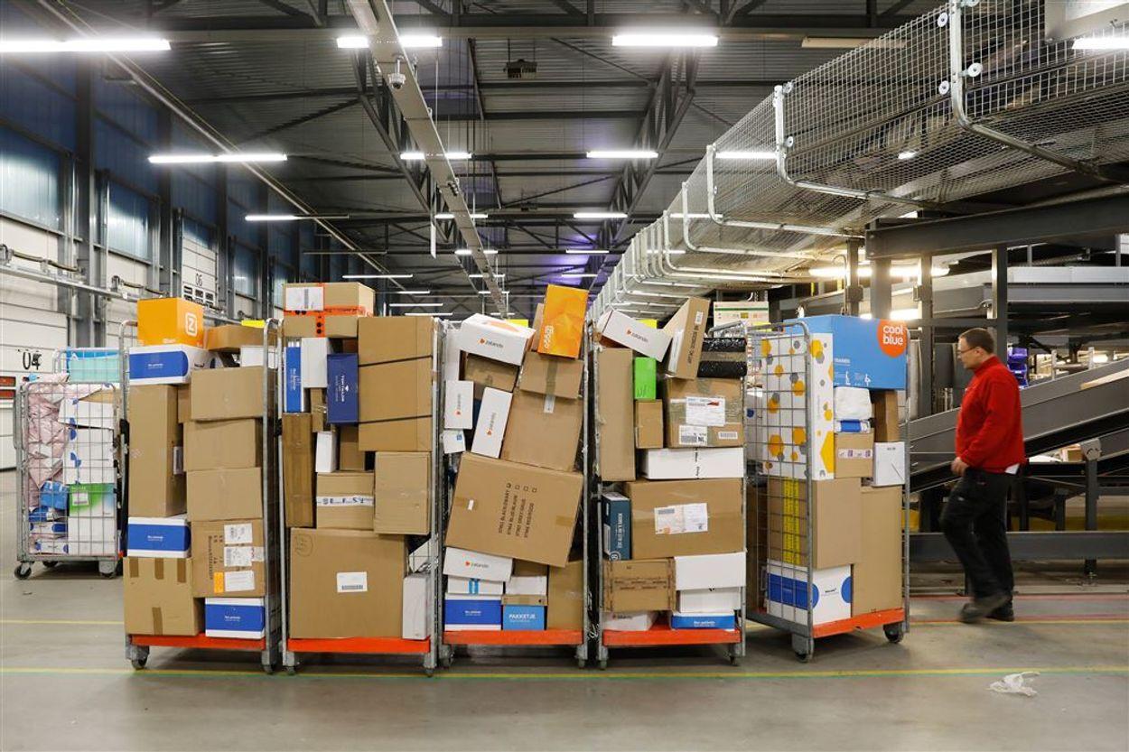 Afbeelding van 'PostNL, KLM en Philips maken winst over de rug van uitzendkrachten'