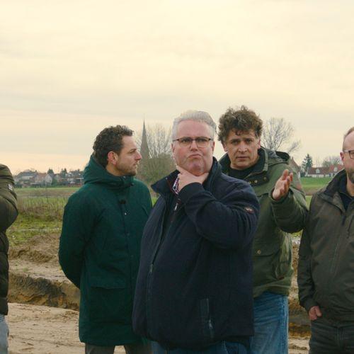 Afbeelding van Over de Maas: natuurgebied in ontwikkeling of afvalstort?